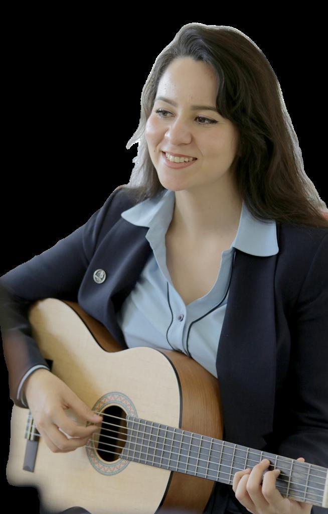 Eva con guitarra
